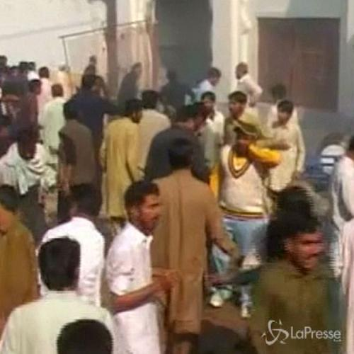 Sangue in Pakistan: almeno 20 i morti e 40 feriti in ...