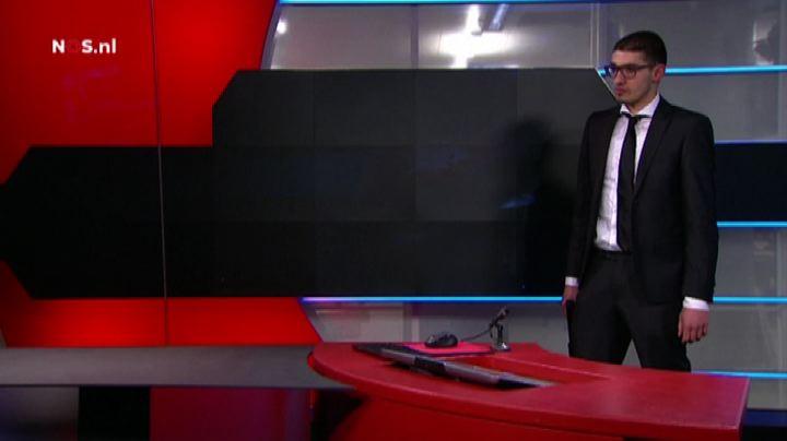Olanda, uomo armato irrompe in tv: arresto in diretta - ...