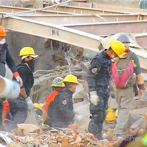 Messico, esplosione all'ospedale dei bambini: i soccorsi ...