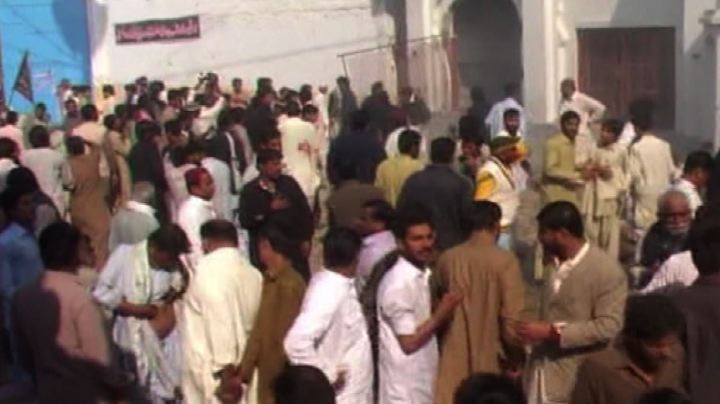 Bomba in una moschea in Pakistan, oltre 40 morti - Nude ...