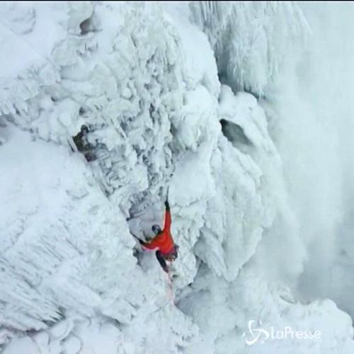 Will Gaad scala le cascate del Niagara: 45 metri di ...