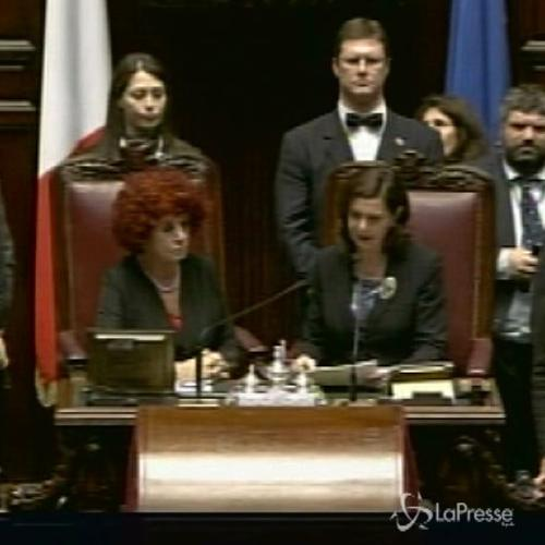 Mattarella presidente con 665 voti: ovazione in aula