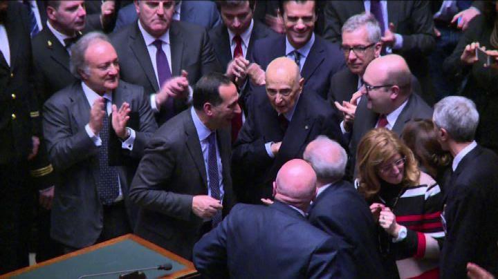 Elezione Mattarella, la commozione di Napolitano - Nude ...