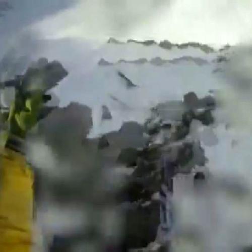 Tragedia sfiorata per scialpinista in vetta: le immagini ...