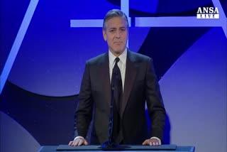 Clooney mattatore premia suo scenografo