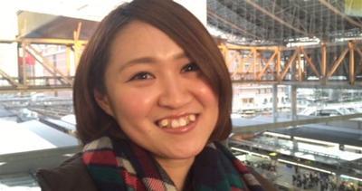 Il sorriso perfetto in Giappone deve avere...le zanne!