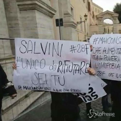 La Lega manifesta a Roma contro Marino, Salvini contestato  ...