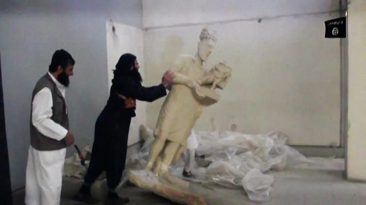 Iraq, la furia dell'Isis contro le statue di Mosul - Nude ...