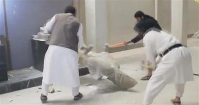 Militanti ISIS distruggono preziosissime opere d'arte