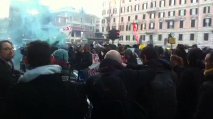 Roma,proteste anti-Salvini. Tensione e traffico in ...