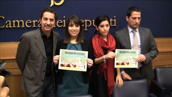 M5S sfida Renzi sulla scuola: presentato un progetto in 7 ...