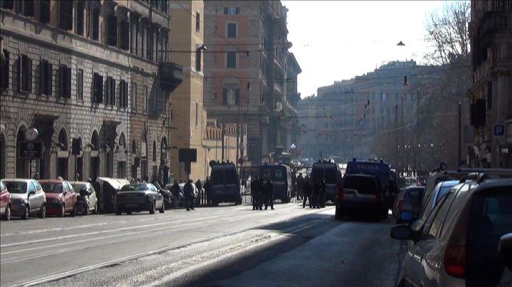 Manifestazione Lega a Roma, l'attesa a Casapound - Nude ...