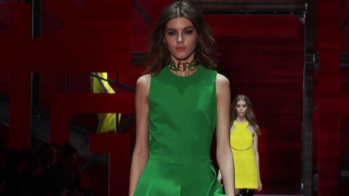 Moda, un autunno ricco di colori per Versace