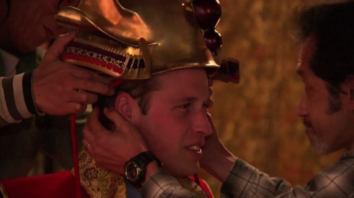 Giappone, il principe William posa vestito da samurai - ...