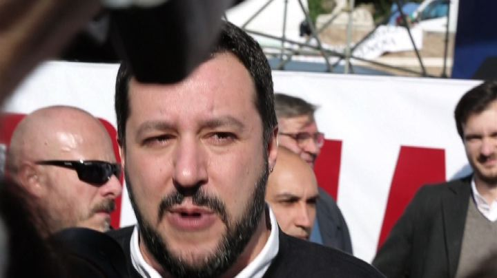 Salvini: Renzi riempie gli italiani di tasse, campi rom e ...