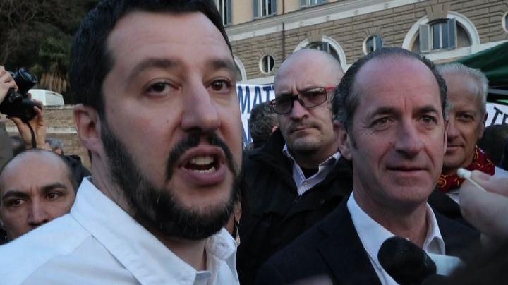 """Salvini glissa su Tosi e scherza: """"Lunedì espelleremo ..."""