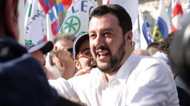 Lega in piazza a Roma, Salvini: Renzi servo sciocco di ...