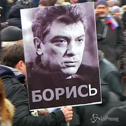 Russia, in migliaia in marcia a Mosca in memoria Nemtsov, ...