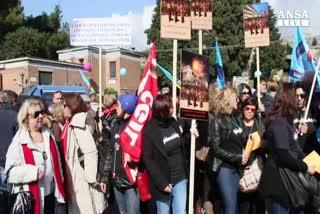 A Pompei le guide protestano, lavorando