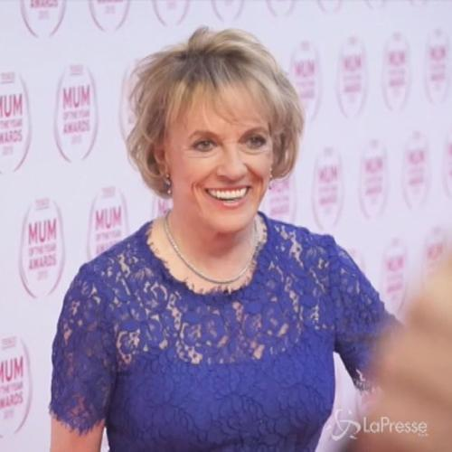 La 74enne Dame Esther Rantzen vince il premio Mum Of The ...