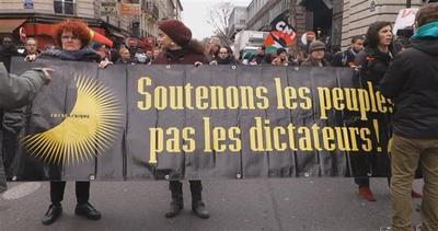 Parigi in piazza contro razzismo e fascismo