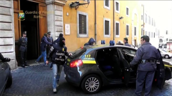 Quattro arresti per corruzione a Roma, in manette anche un ...