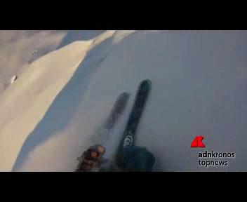 Un salto e giù dalla montagna norvegese