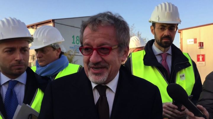 Maroni, Sala e Sgarbi: sopralluogo nel cantiere di Expo ...