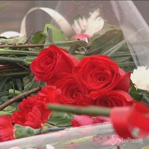 A Mosca oggi i funerali di Nemtsov: cittadini gli rendono ...