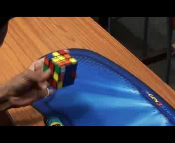 Rubik con una mano sola: è record