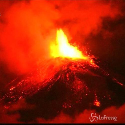Emergenza in Cile: oltre 3mila evacuati per eruzione ...
