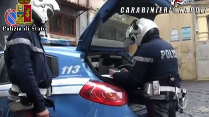 Blitz a Napoli, 54 arresti: boss camorra nascosti in ...