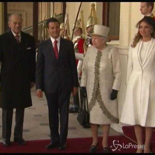 Regina riceve Pena Nieto a Buckingham Palace: arrivo in ...