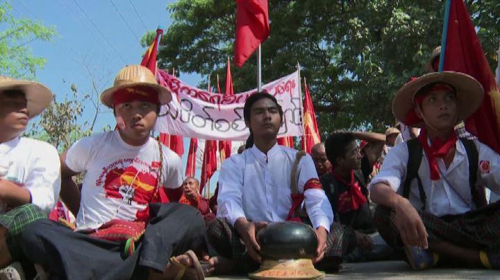 Birmania, studenti accerchiati da polizia in un monastero   ...