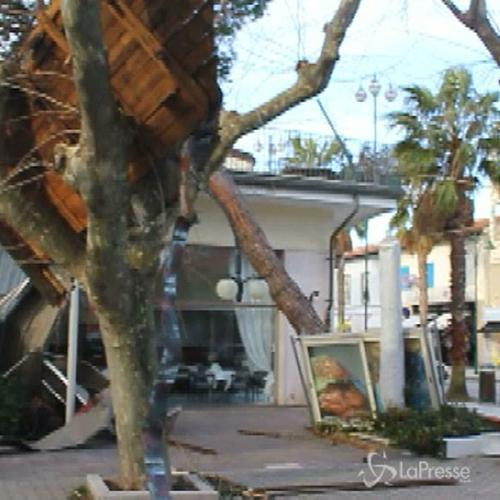 Forte dei Marmi devastata da raffiche di vento, danneggiata ...