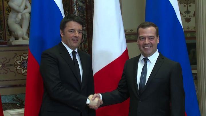 Renzi a Mosca incontra Medvedev e Putin, fiori per Nemtsov  ...
