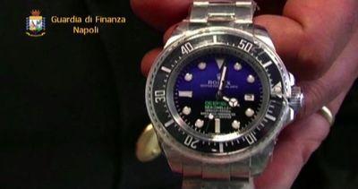 Orologi e borse Armani contraffatte: 5 denunciati a Napoli  ...