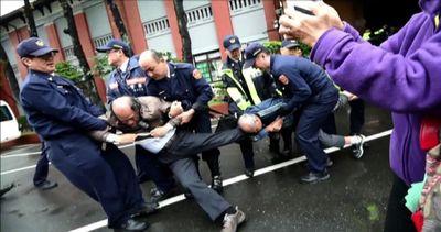 Proteste e scontri a Taiwan contro nuovi voli cinese - Nude ...