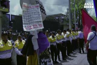 Messico, in migliaia in strada per 43 studenti scomparsi    ...