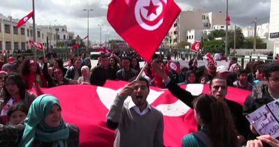 Grande marcia a Tunisi contro terrorismo. Renzi: non siete ...