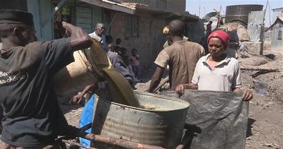Il lavoro più disgustoso del mondo: pulire WC in Kenya     ...