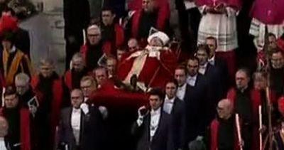 Dieci anni fa la morte di Wojtyla, Papa Francesco lo ...