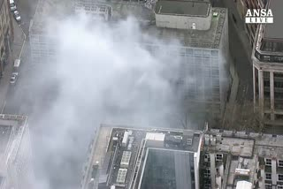 Panico a Londra, 2.000 evacuati per incendio