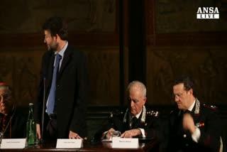 I carabinieri salvano l'arte e la mostrano