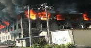 Fabbrica in fiamme in Cina: oltre 10 ore per spegnere ...