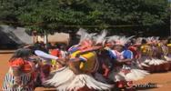 Volti dipinti e piume di struzzo: la grande festa degli ...