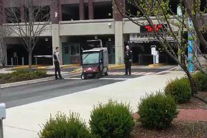 Golf cart impazzita, per due agenti riuscire a fermarla è ...