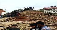 Sisma in Nepal, almeno 800 i morti, valanga sull'Everest    ...