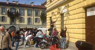 Simpatizzanti leghisti puliscono muri imbrattati da No Expo ...