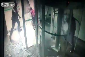 Sparatoria in una banca in Brasile, rapinatori messi in ...